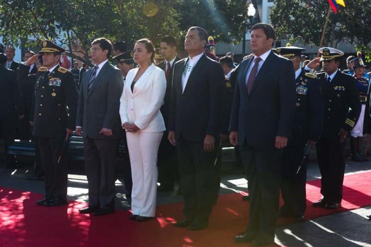 ACT PRESIDENTE  CORREA EN ACTO DE OFRENDAS FLORALES A LOS HEROES DEL 10 DE AGOSTO / FOTO JOHN GUEVARA OFRENDA FLORAL